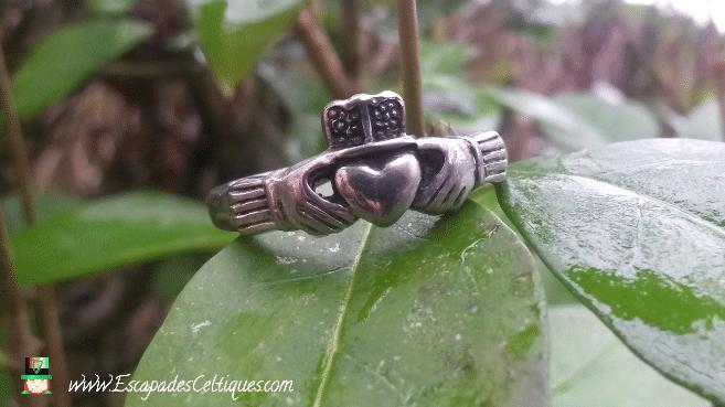bague de Claddagh Irlande, coeur, mains, couronne