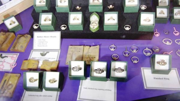 Variantes de la bague de Claddagh – Boutique musée Thomas Dillon