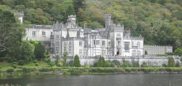 Une abbaye, Irlande ou Ecosse